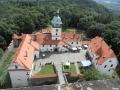 Pohled z věže na nádvoří
